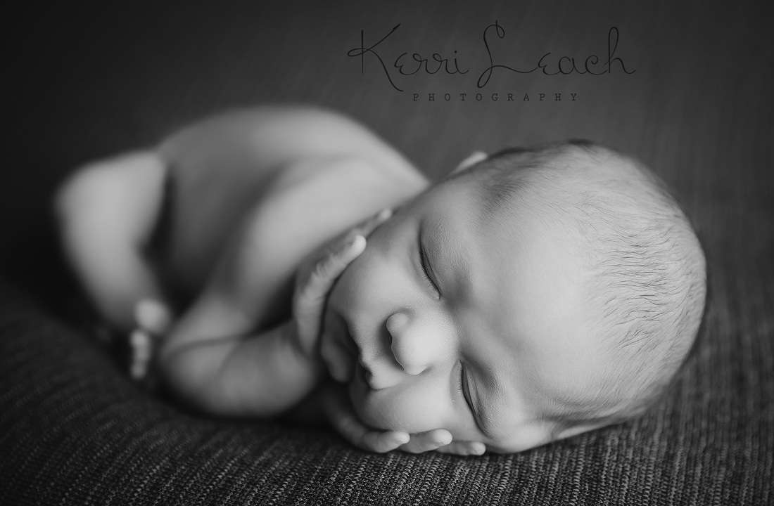 KERRI LEACH PHOTOGRAPHY-EVANSVILLE IN NEWBORN PHOTOGRAPHER-NEWBORN PHOTOGRAPHER-NEWBORN POSES-POSE FLOW-TIMBER POSE