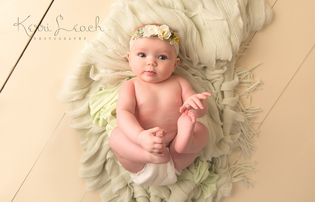 Kerri leach photography evansville in newborn photographer evansville in baby photographer 6 month