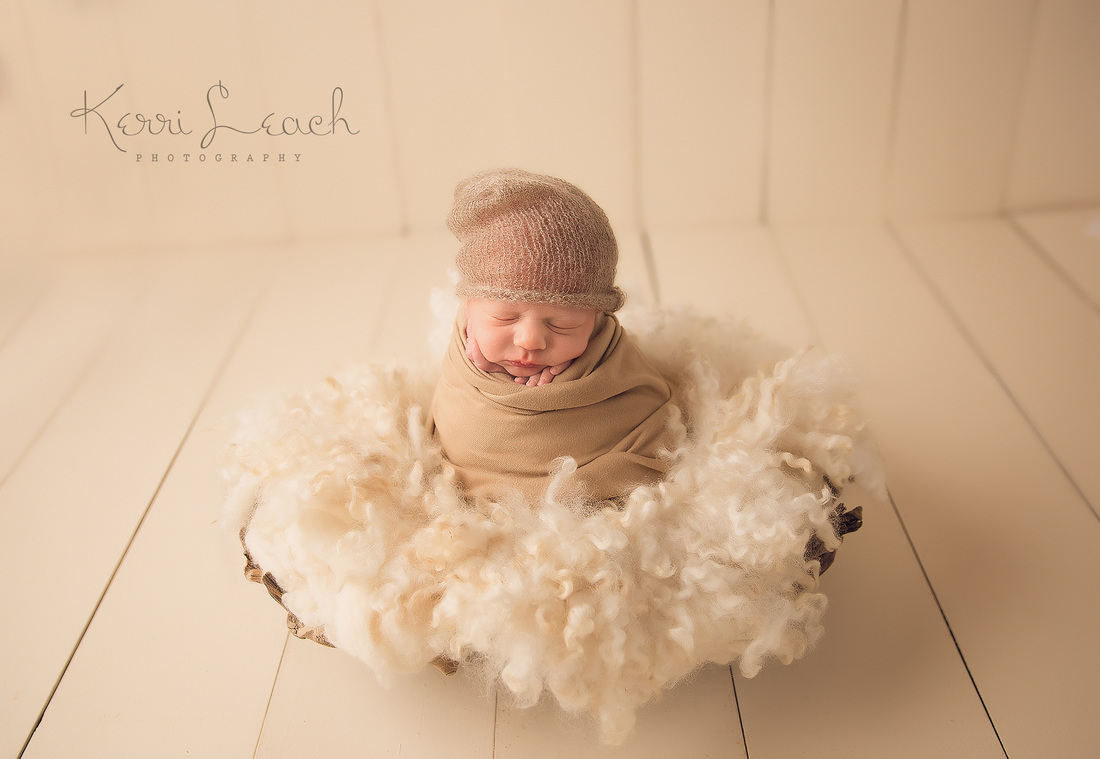 KERRI LEACH PHOTOGRAPHY-EVANSVILLE IN NEWBORN PHOTOGRAPHER-POTATO SACK POSE-NEWBORN POTATO SACK POSE