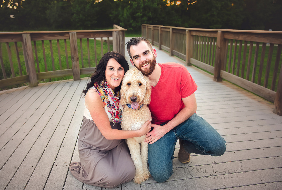 Kerri Leach Photography-Evansville IN maternity photographer-Evansville IN Photographer-Maternity session with dog