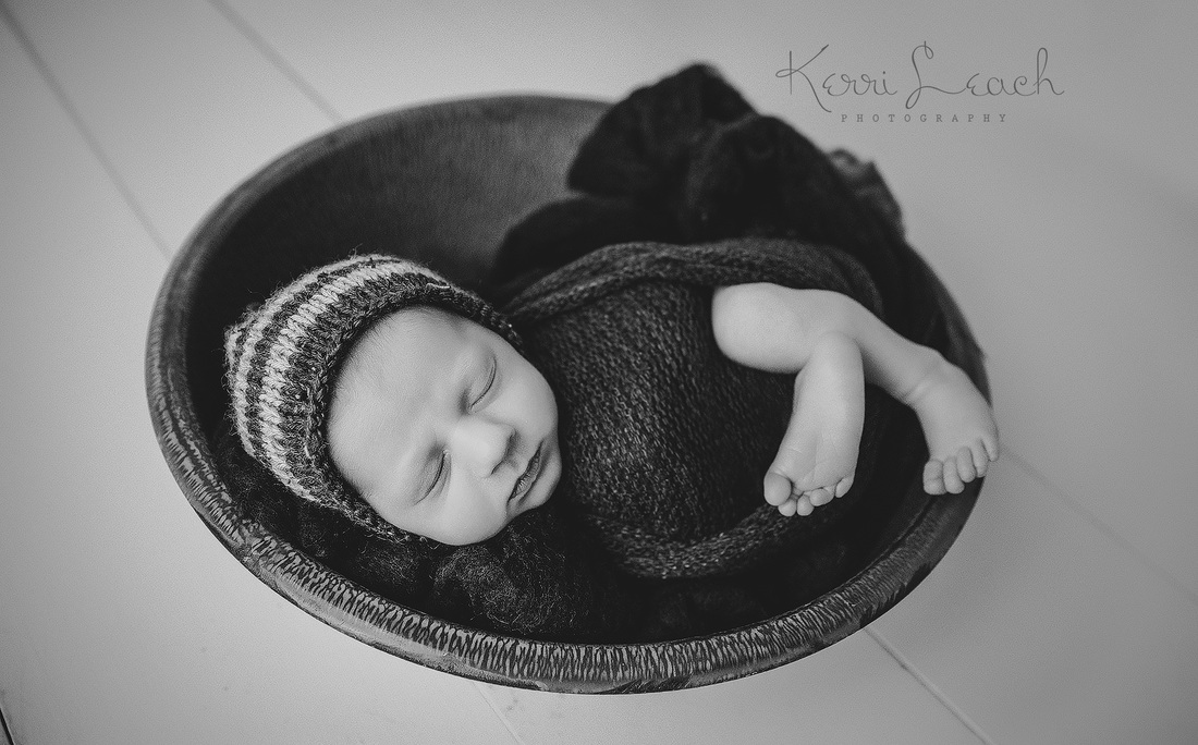KERRI LEACH PHOTOGRAPHY-EVANSVILLE IN NEWBORN PHOTOGRAPHER-NEWBORN PROP POSES
