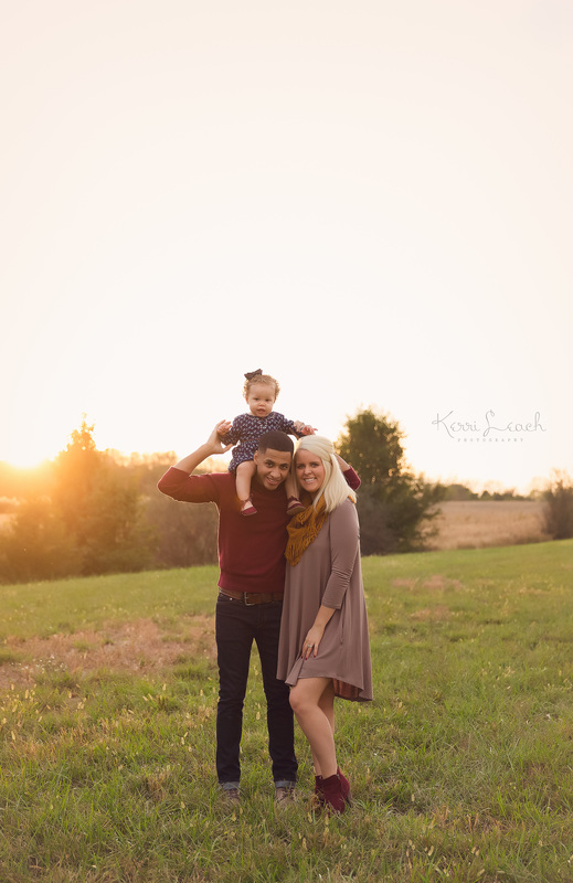 Pregnancy announcement-Family session outdoor-Evansville IN newborn photographer-Evansville IN family photographer