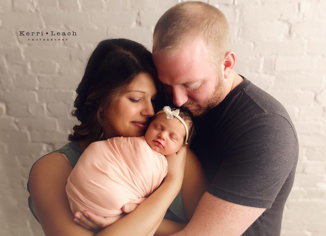 Newborn poses | Newborn pose ideas | Newborn photography | Kerri Leach Photography | Newborns | Evansville IN Newborn photographer | Indiana newborn photographer