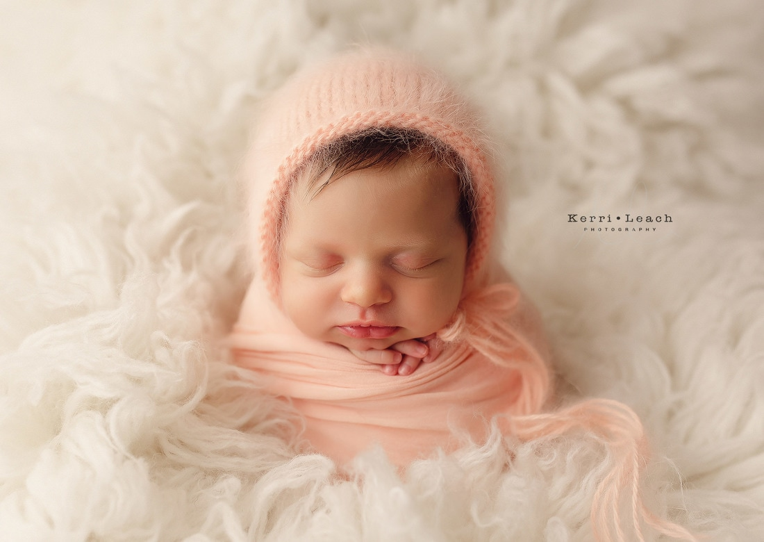 Newborn poses | Newborn pose ideas | Newborn photography | Kerri Leach Photography | Newborns | Newborn potato sack pose | Potato sack | Newborn prop poses | Newborn wrap ideas | Newborn wrapping