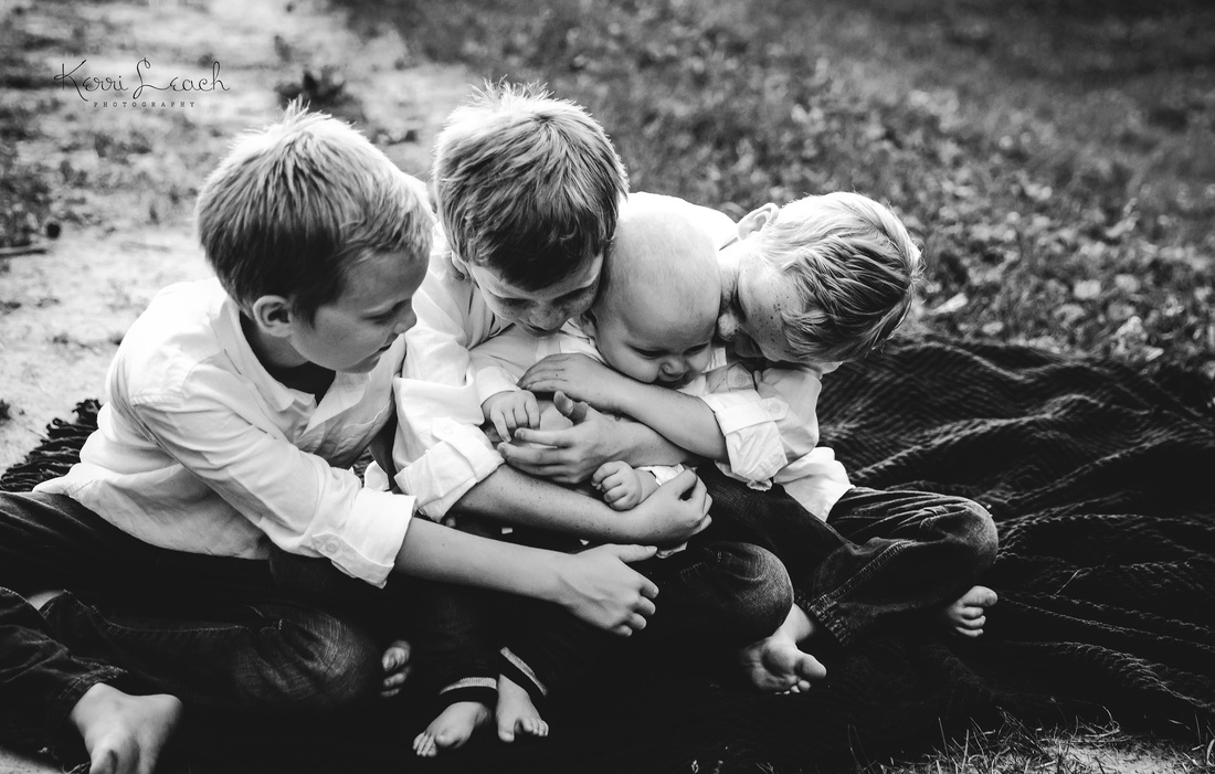 KERRI LEACH PHOTOGRAPHY-SIBLING POSE IDEAS-CHILD PHOTOGRAPHY-BROTHER POSES