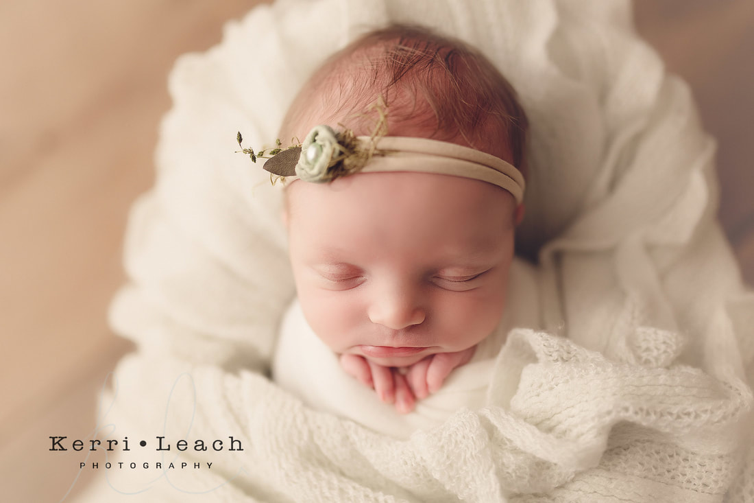 Newborn prop posing | Newborn pose flow | Newborn session mentoring | Indiana newborn photographer | Kerri Leach Photography | Owensboro area newborn photographer