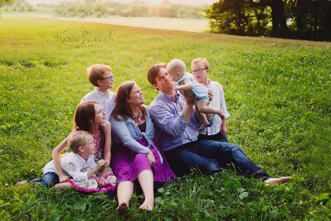 KERRI LEACH PHOTOGRAPHY-FAMILY POSE IDEAS-EVANSVILLE IN FAMILY PHOTOGRAPHER-FAMILY SESSION-FAMILY PHOTO SESSION